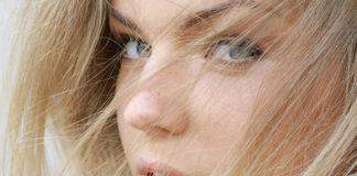 Propozycje makijażu - jakie kosmetyki przy blond włosach?