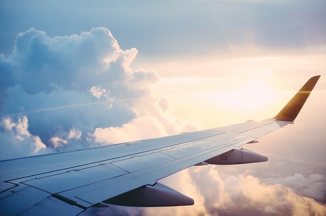 Tanie bilety lotnicze i program
